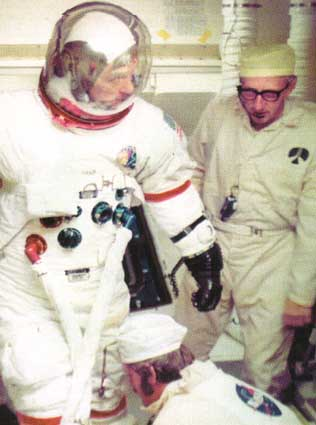 Guenter and Gene Cernan during a Pre-Launch test for Apollo 17.